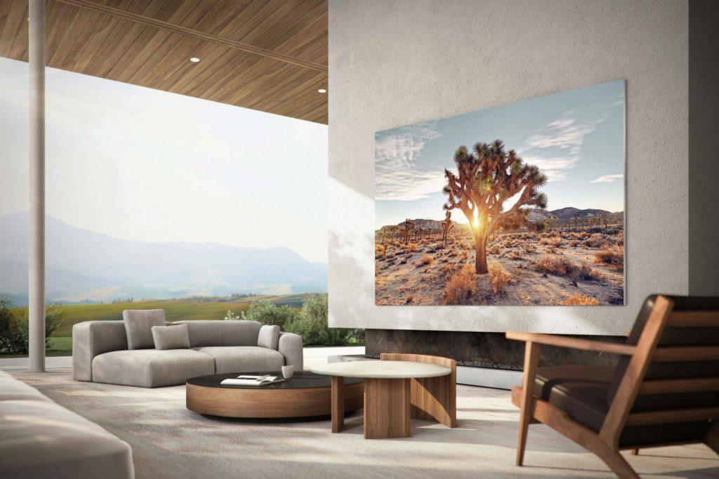 vista con TV microLED su muro